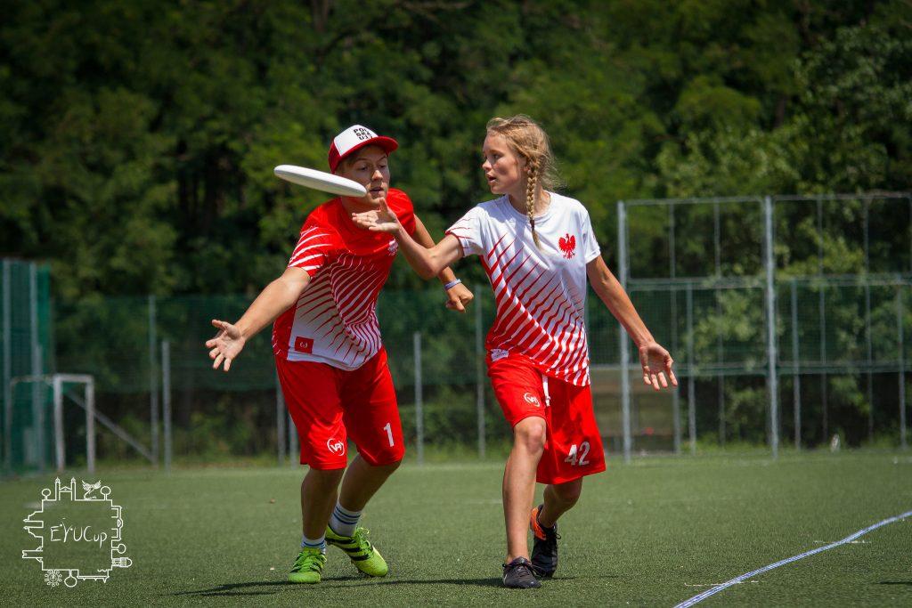 Małgorzata Maćkowska i Piotr Badura w meczu juniorów przeciwko juniorkom. Foto: